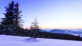 Paesaggio di inverno della montagna stock footage
