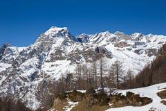 Paesaggio di inverno delle alpi, con le montagne nella neve Immagini Stock Libere da Diritti