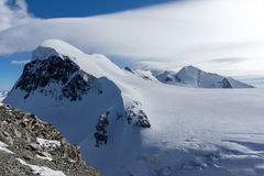 Paesaggio di inverno delle alpi e del supporto svizzeri Breithorn, Svizzera Immagini Stock