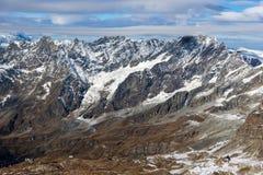 Paesaggio di inverno delle alpi svizzere dal paradiso del ghiacciaio del Cervino alle alpi, Svizzera Fotografia Stock Libera da Diritti