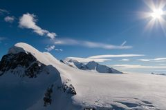 Paesaggio di inverno delle alpi svizzere e supporto Breithorn, cantone del Valais Immagini Stock Libere da Diritti
