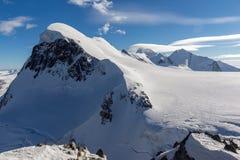 Paesaggio di inverno delle alpi svizzere e supporto Breithorn, cantone del Valais Fotografia Stock Libera da Diritti