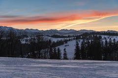 Paesaggio di inverno di alte montagne di Tatra al crepuscolo Immagine Stock Libera da Diritti