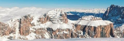 Paesaggio di inverno di alte montagne nevose Fotografie Stock Libere da Diritti