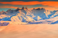 Paesaggio di inverno e tramonto fantastico, La Toussuire, Francia, Europa Fotografia Stock