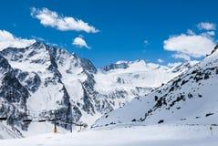 Paesaggio di inverno nella stazione sciistica alpina Fotografia Stock