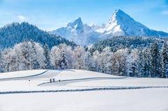 Paesaggio di inverno nelle alpi bavaresi con il massiccio di Watzmann, Germania Immagini Stock