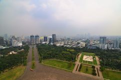 Paesaggio di Jakarta dal quadrato di Merdeka, Indonesia immagini stock libere da diritti