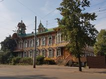 Paesaggio di legno di Rybinsk della casa nella provincia russa fotografie stock