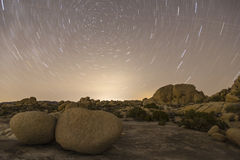 Paesaggio di Lit della stella di notte del parco nazionale dell'albero di Joshua Fotografia Stock Libera da Diritti
