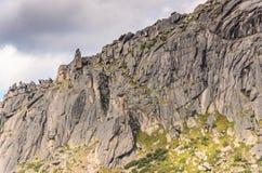Paesaggio di luce del giorno, vista sulle montagne e rocce, Ergaki Fotografia Stock