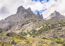 Paesaggio di luce del giorno, vista sulle montagne e rocce, Ergaki Fotografia Stock Libera da Diritti