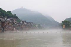 Paesaggio di mattina della città antica di FengHuang immagini stock