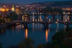 Paesaggio di notte con i ponti Praga, repubblica Ceca Fotografia Stock Libera da Diritti
