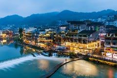 Paesaggio di notte della citt? antica di Fenghuang del Hunan immagini stock
