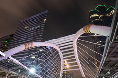 Paesaggio di notte della passeggiata pubblica del cielo nel bankok Fotografia Stock