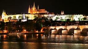 Paesaggio di notte di Praga, repubblica Ceca archivi video
