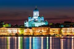 Paesaggio di notte di vecchia città a Helsinki, Finlandia Fotografia Stock