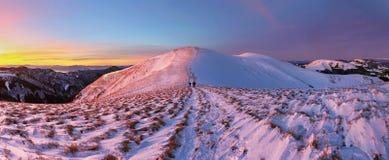 Paesaggio di panorama delle montagne di inverno al tramonto - Slovacchia Fotografia Stock