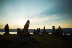 Paesaggio di pietra contro un declino Fotografie Stock