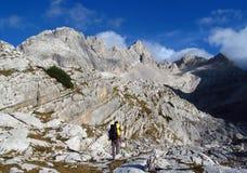 Paesaggio di pietra nelle montagne delle alpi, Marmarole, picchi rocciosi di un uomo Fotografia Stock