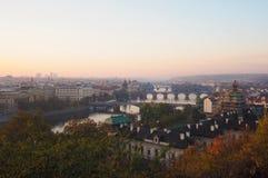 Paesaggio di Prague's nella mattina di autunno fotografia stock libera da diritti