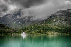Paesaggio di riflessioni del lago in Europa Fotografia Stock