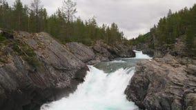 Paesaggio di River Valley della montagna stock footage