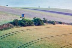 Paesaggio di rotolamento di Moravian con la torre di caccia Immagine Stock Libera da Diritti