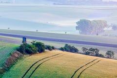 Paesaggio di rotolamento di Moravian con la torre di caccia Fotografie Stock Libere da Diritti
