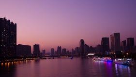 Paesaggio di sera del fiume delle Perle in Canton Cina Immagini Stock