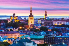 Paesaggio di sera di Tallinn, Estonia Fotografia Stock