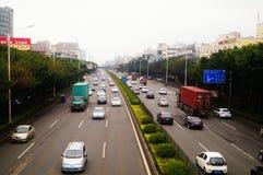 Paesaggio di traffico della sezione di Baoan dell'autostrada nazionale di Shenzhen 107 Fotografie Stock Libere da Diritti