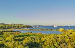 Paesaggio di una baia vicino a Palau Sardegna, Italia fotografia stock
