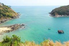 Paesaggio di vista dell'angolo alto bello del mare della città e della baia Fotografie Stock Libere da Diritti