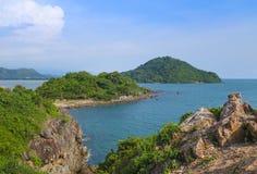 Paesaggio di vista della baia del mare, isola, scogliera della montagna e roccia tropicali Fotografia Stock Libera da Diritti