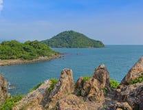 Paesaggio di vista della baia del mare, isola, scogliera della montagna e roccia tropicali Immagini Stock Libere da Diritti