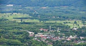 Paesaggio di zona agricola e del villaggio Immagini Stock
