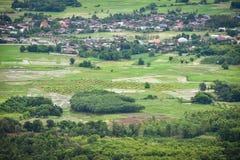 Paesaggio di zona agricola e del villaggio Fotografia Stock Libera da Diritti