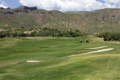 Paesaggio e casa scenici di terreno da golf dell'Arizona Immagini Stock