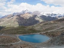 Paesaggio e lago alpini della gamma di montagne in alpi svizzere alla SVIZZERA veduta da Gornergrat Immagine Stock Libera da Diritti