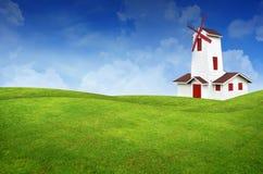 Paesaggio e mulino a vento dell'erba verde Immagine Stock
