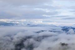 Paesaggio e nebbia dell'alta montagna Fotografie Stock Libere da Diritti