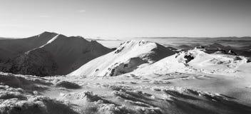 Paesaggio e picchi di inverno in montagne di Mala Fatra, Slovacchia fotografia stock