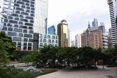 Paesaggio e paesaggio urbano di vista con alta costruzione alla città di Wan Chai in Hong Kong, Cina fotografia stock libera da diritti