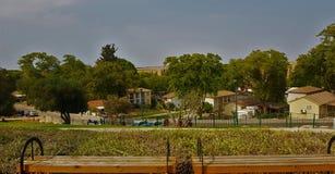 Paesaggio ed alberi del villaggio fotografia stock libera da diritti