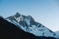 Paesaggio epico della montagna dell'Himalaya, Nepal fotografie stock libere da diritti
