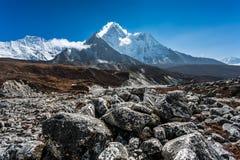 Paesaggio epico della montagna dell'Himalaya, Nepal immagini stock libere da diritti