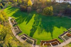 Paesaggio erboso all'aperto Autum di Stuttgart Germania del parco di Killesberg Immagini Stock