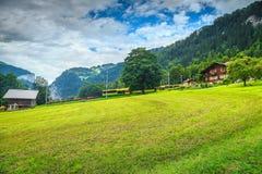 Paesaggio famoso della città di Lauterbrunnen, Bernese Oberland, Svizzera, Europa Fotografia Stock